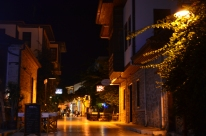 Another view of a peaceful Antalya avenue.